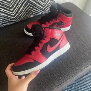 Säljer dessa as snygga jordansen i storlek 38!! Skorna är i jätte bra skick då dom inte alls är använda mycket! Skriv privat för fler bilder eller frågor☺️💞💞