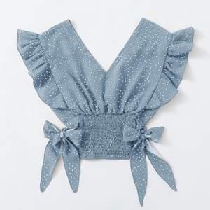 Säljer denna söta blus ifrån shein. Helt oanvänd, säljer pga inte min stil. Bilderna är inte mina. Storlek S. Nypris 110kr + frakt säljer för 90 + frakt 💞