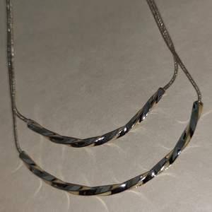 Helt nytt halsband köpt på glitter, nypris 129kr. 60kr + frakt står inte för postens slarv