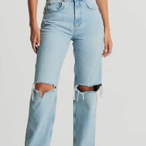 Säljer dessa populära jeans från Gina då dom ej kommer till användning💓