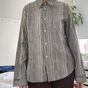 Fin grå randig skjorta! 51 kr spårbar frakt