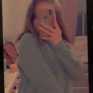 Jätte gullig o fin sweatshirt från Nakd. Säljer då den är för liten för mig. Skriv om du har några frågor🥰