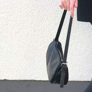 Populär svart handväska ✨fint skick!!