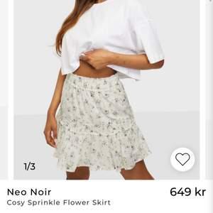 Superfin blommig kjol i storlek 36. Köpt på nelly och aldrig använd💕