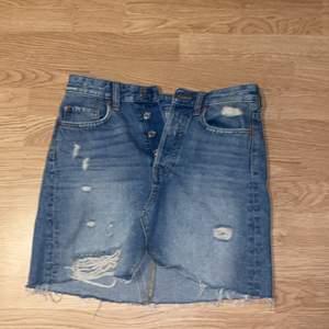 Jeans kjol som knappt är använd i storlek 36