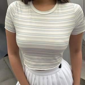Helt ny!! Basic T-shirt från Shein med väldigt fint mönster!❤️väldigt skönt material som är stretchigt och mjukt!☺️Nypris: 60kr🥰