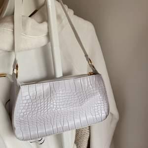 Superfin väska som aldrig är använd💓💞 Köparen står för frakten💓💞 Inte säker på att jag vill sälja men gör för ett bra bud💓💞