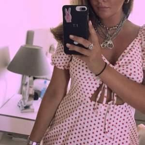 Klänning från glamorous, helt oanvänd med lappar kvar! Storlek xs passar även s