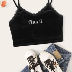 Säljer denna fina Angel toppen från SHEIN, 15kr plus frakt💕