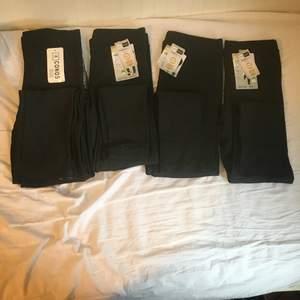 Fyra st helt nya svarta leggings. Den längst till vänster är mer som storlek S eller M. Byxorna i mitten är som en XS eller S. Byxorna längst till höger är storlek mer som XS. Säljer för 40 kr st, 2 för 50 kr eller alla för 70 kr. Frakt ingår ej