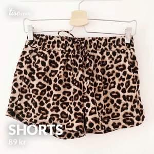 Snygga shorts från Amisu som är väldigt sparsamt använda! Storlek 34. Frakt på 24kr tillkommer!