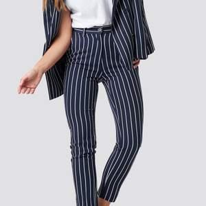 Kostymbyxor i strl 36 från märket NA-KD. Endast använda 1-2 gånger. Säljs för 100kr plus frakt