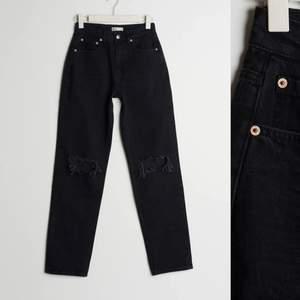 Mina super fina jeans från Gina tricot i storlek 34 (passar även 36), de är t tall modell o passar de som är över 170cm! 🤍🤍 använda 1 gång ! Skriv för mer bilder