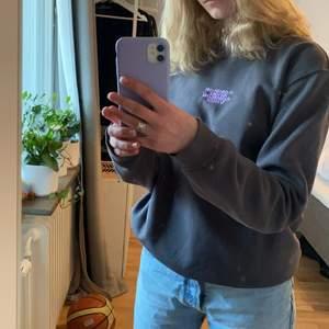 Skitcool sweatshirt med tryck bak!! Lite oversized