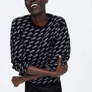 Säljer denna sjukt sköna och bekväma tröja från Zara, använd fåtal gånger, storlek M. Ordinarie pris 400kr, säljer för billigt pris❤️