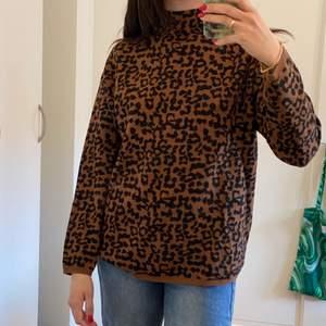 Stickad tröja i leopard mönster! Super skön och mjuk!