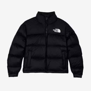 Populär north face jacka i svart, knappt använd därav nyskick utan defekter! Skriv privat för intresse, frågor och pris🤩🤩KILLSTORLEK