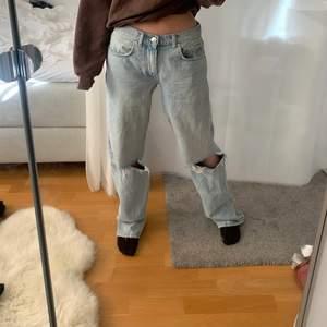 Lågmidjade jeans, jag brukar ha storlek 34/36 men dem här är i 38 för ville ha dem mer oversize!💕💕