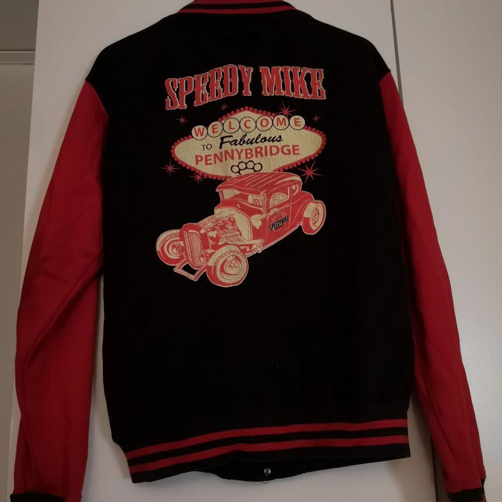 En schysst baseball jacka ifrån märket Speedy Mike. Den är i typ