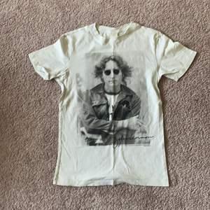 John Lennon tröja från HM, knappt använd
