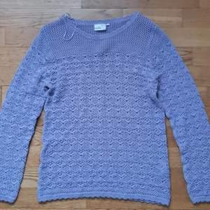 Säljer min lila sweater som har aldrig använts. Storlek är XL/L. Kondition är ny och jätte bra. Bud start från 200