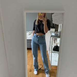 Använt 1 gång bara! Super coola och snygga jeans! Köpta för 500kr! Frakten ingår i priset 💘💕