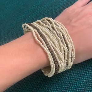 Så gullig boho inspirerat armband. Köparen står för frakt! 🤎