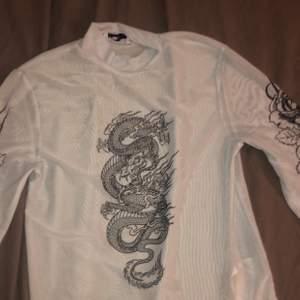 Jag säljer mig genomskinliga tröja den är riktigt fin och jag har använt den fyra gånger