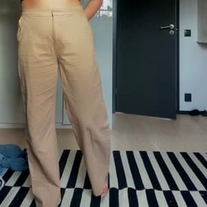 Skitsnygga vida bruna byxor från Lindex storlek 42. Köpare står för frakt💕🦋