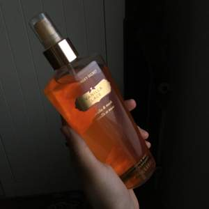 En parfym den kom inte till använding o de är helt orörda! 💕 Köpare står för frakt!