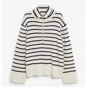 Säljer denna fina randiga stickade tröjan från Kappahl som  var i nytt stick. Köpt på PLICK men var inte i min stil. Storlek S. Frakt 62 kr via PostNord kuvert M. Om fler är intresserade blir det budgivning.