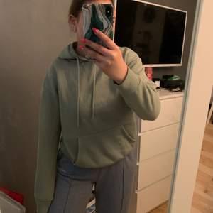Mintgrön hoodie från Primark. Strl XS känns som S. Bra skick och väldigt skön. 50kr + frakt