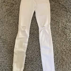 Dr denim jeans i ny skick använda max 2 gånger nypris 500kr mitt pris 100kr