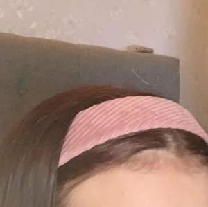 3 hårband, fick inte så bra bilder då de va mörkt ute och jag har ganska rött hår men hoppas man ser iallafall 🥰