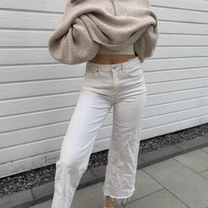 Väldigt somriga vita korta byxor super sköna (stretchiga ) å snygga , kan mötas upp eller frakta ❤️