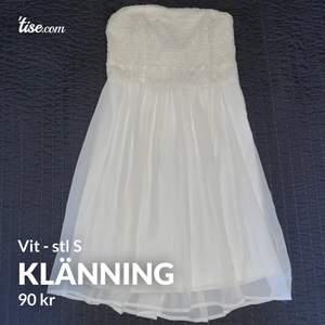 1: vit klänning från VILA i stl S. 80kr                                       2: klänning från Kappahl i stl 34. 60kr                                    3: Korall färgad klänning från Lindex i barnstorlek 170, är ungefär XS-S. 60kr.                                                       Kan skicka fler bilder vid intresse eller andra frågor.       Har fler liknande annonser så kolla gärna in dem!