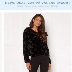 Säljer min  jacka ifrån vero Moda i storlek S. Säljer pågrund av att den inte är min stil längre. Köpte den för 549kr men säljer för 150 och köparen står för frakt.