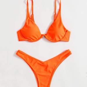 Säljer denna helt oanvända bikini från shein i storlek S. Skulle säga att den passar en M. Fler bilder finns! Buda eller köp direkt! (Alla bikinis som säljs just nu säljs pga att dom ej passar mig i storlek).