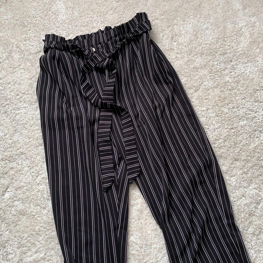 Världens skönaste byxor som tyvärr inte kommer till användning längre och förtjänar ett nytt kärleksfullt hem <3 De är väldigt stretchiga i midjan!. Jeans & Byxor.
