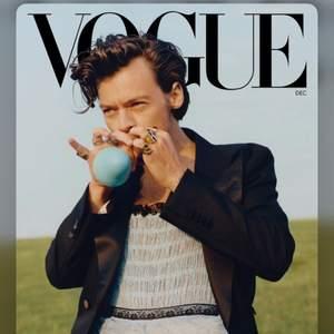 Jag skulle jättegärna vilja få tag på decembernumrets Voguetidning med Harry Styles! Kontakta mig gärna om du har den :)
