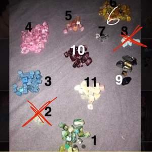 Dessa pärlor är de nu kan välja mellan när jag gör ringar! Jag gör både ringar (gör även armband och halsband) i elastisk tråd och i ståltråd! Hör ba av er för frågor osv!🤍 1-30=20kr st (utan erbjudande)