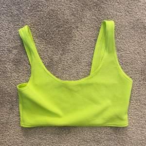 Neongul/grönt linne ifrån Bohoo