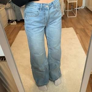 Helt nya vida jeans ifrån SHEIN, storlek 28, säljer pågrund av att jag har för många, frakt tillkommer ☀️
