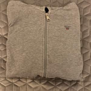 Tjock tröja från gant, storlek 158-164 men passar både Xs och S