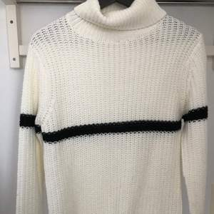 Säljer min super fina stickad tröja. Använd ca 4-5 ggr. Köparen står för frakten 💗