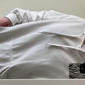 Fin vit hoddie i storlek m, köparen står för frakten 💞💞