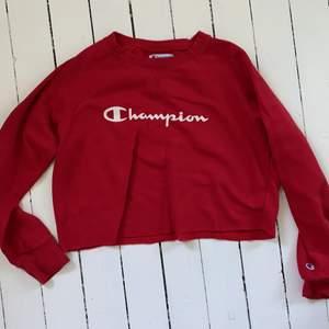 röd champion croppad sweatshirt. vintage, köpt i en secondhand affär i usa