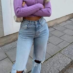 Säljer dessa trendiga 90s jeans som tyvärr inte kommer till användning!🧡