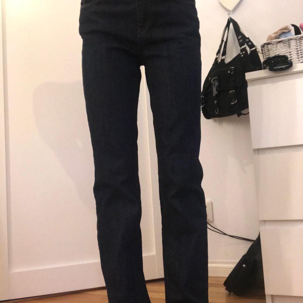 As snygga jeans från 00talet. Dessa sitter så sjukt bra på kroppen!!. Jeans & Byxor.
