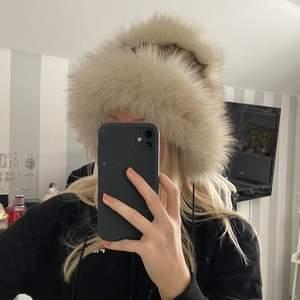 Väldigt fin oanvänd pälsmössa i äkta minkpäls, köpt i Ryssland!